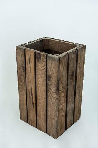 paraguero de madera muy envejecida