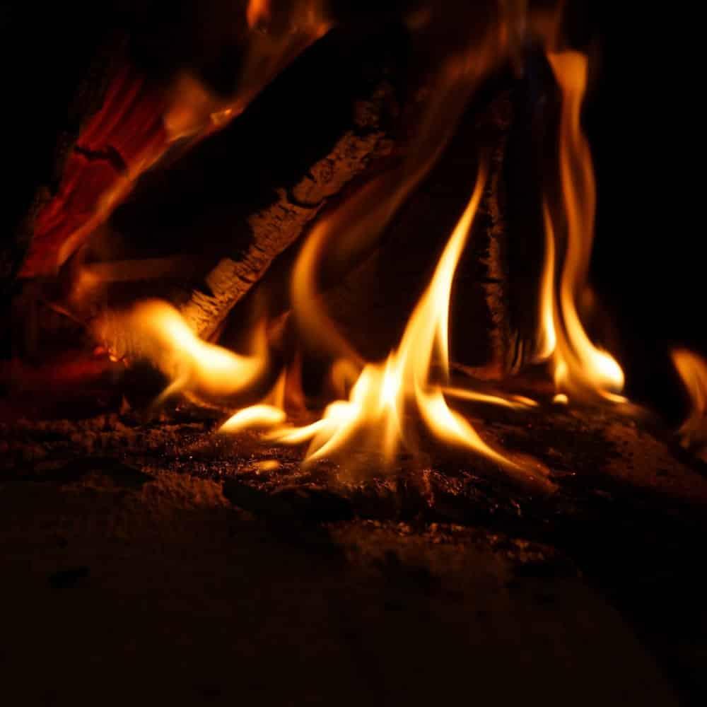 leña ardiendo imagen destacada